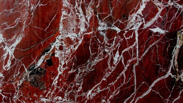 мрамор красный