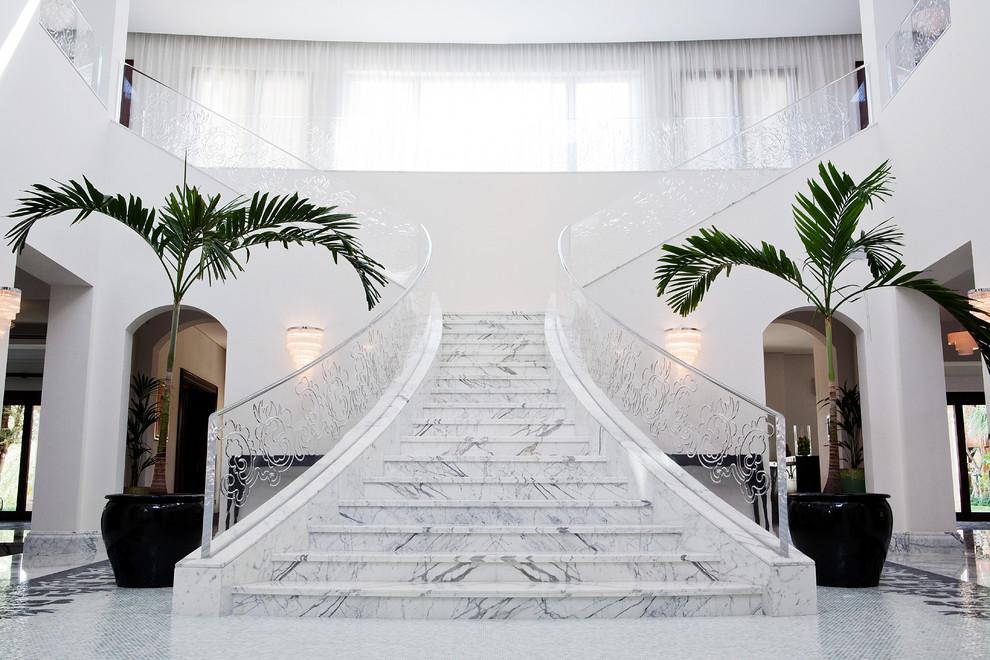 признанию самой мраморные лестницы фото жители просто направляли